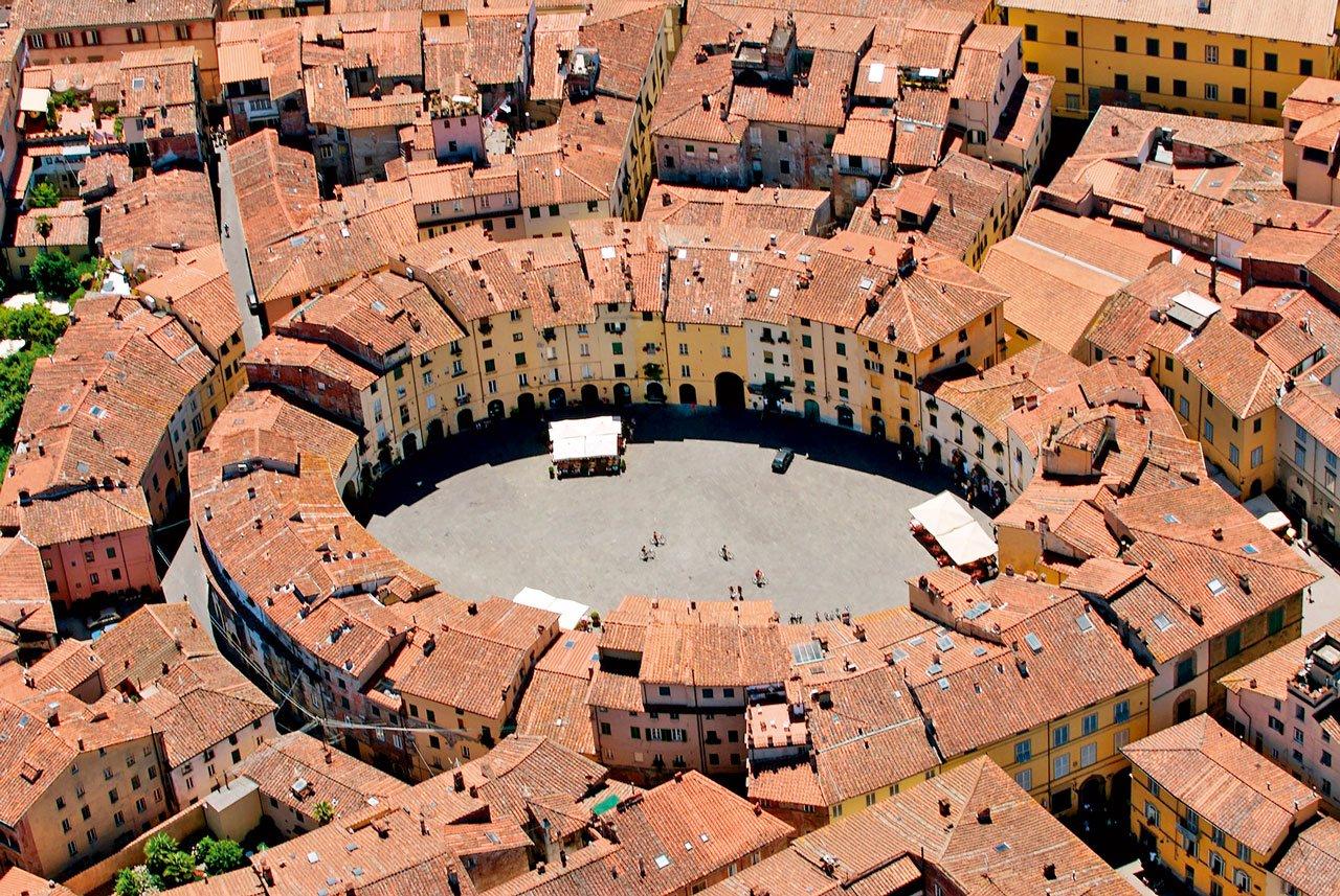 Lucca è, ora come non mai, bella come sempre